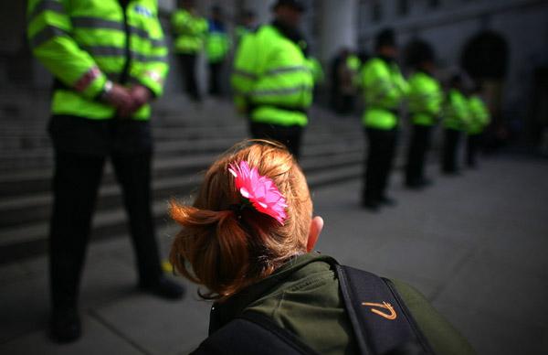 kindon01 (Photojournalism) A demonstráció és a lázadás közötti hajszál