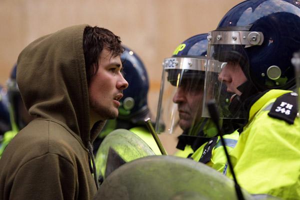 kindon02 (Photojournalism) A demonstráció és a lázadás közötti hajszál
