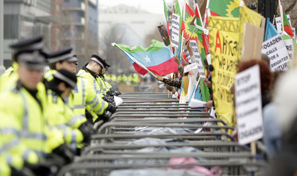 kindon05 (Photojournalism) A demonstráció és a lázadás közötti hajszál
