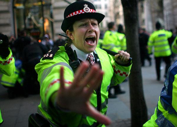 kindon056 (Photojournalism) A demonstráció és a lázadás közötti hajszál